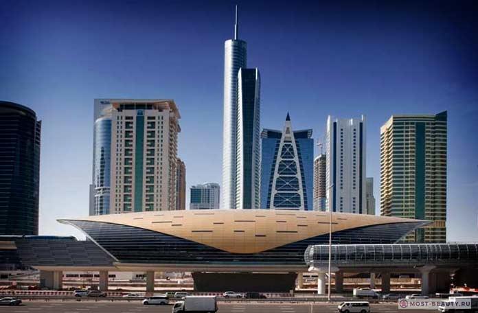 Вход в станцию метро Дубай Марина в г.Дубай