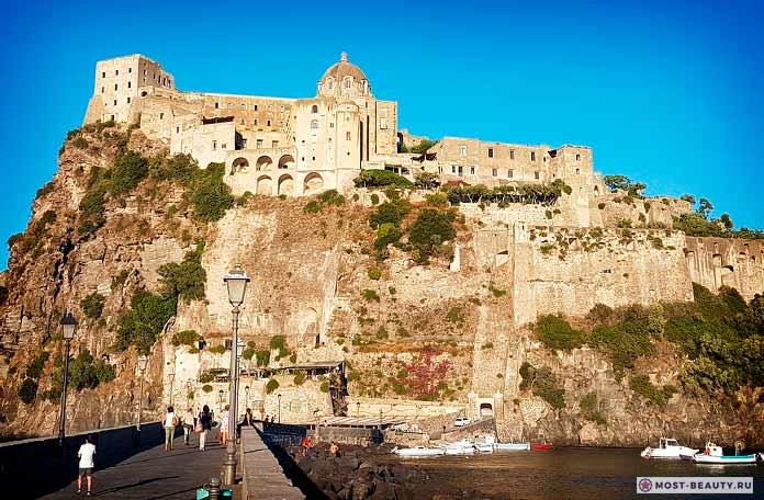 Самые красивые замки: Арагонский замок (cc0)