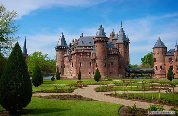 Очень красивый замок