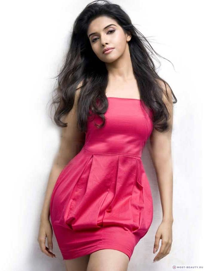 Самые красивые актрисы Болливуда: Асин Тоттумкал (Asin Thottumkal)