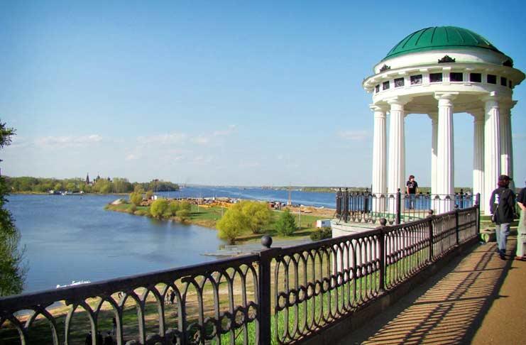 Беседка на набережной Ярославля