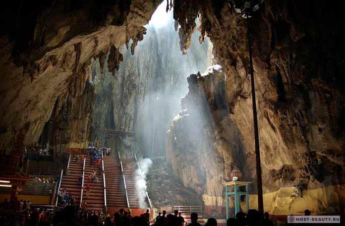 Самые красивые пещеры: Batu. Малайзия