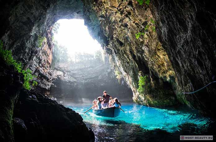 Самые красивые пещеры: Melissani. Греция