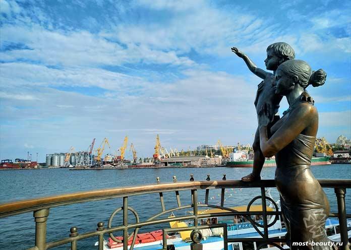 Красивые места Одессы: Памятник в Одессе. CC0