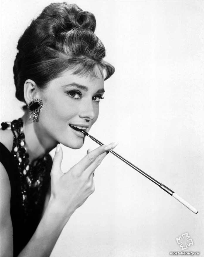 Самые красивые брюнетки мира: Одри Хепбёрн