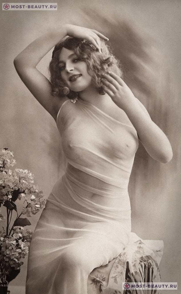 Фотография женщины, сделанная в стиле ню
