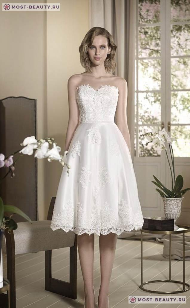На фото: Короткое платье