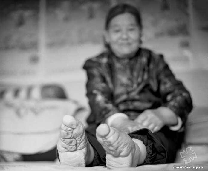 Сумасшедшие модные идеи: Бинтование ног в Китае