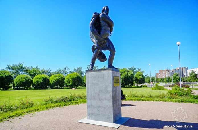 Красивые парки Санкт-Петербурга: памятник Франсиско даМиранде