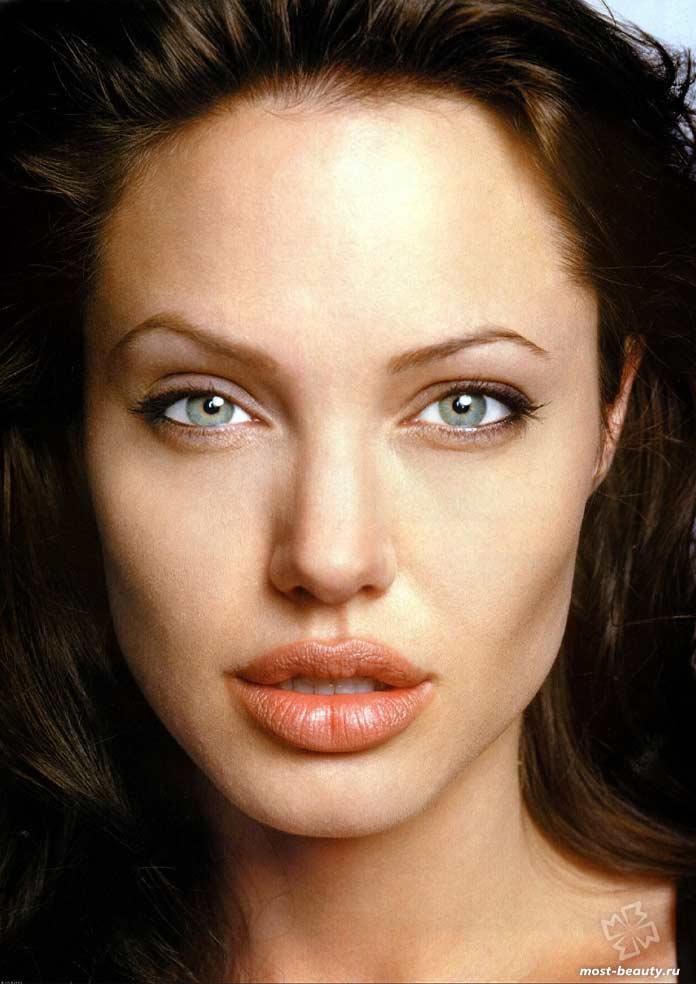 У Анджелины Джоли самые красивые губы