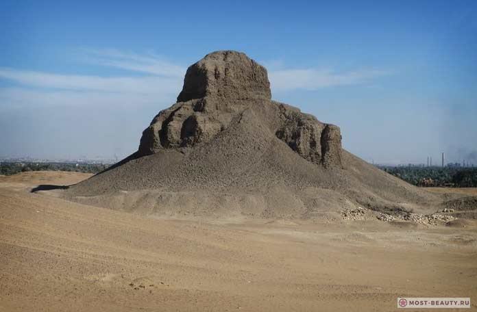 Пирамида в Дахшуре