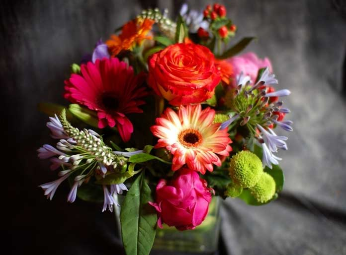 Хризантемы, герберы, розы