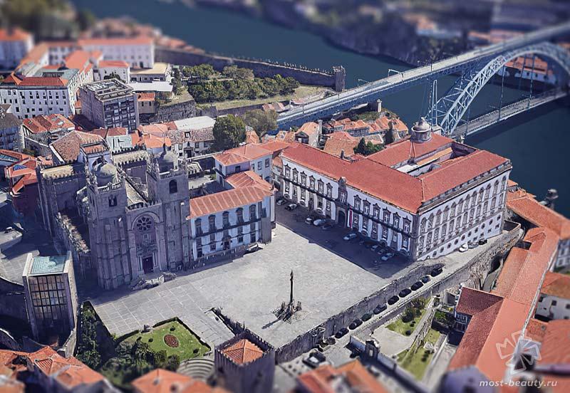Епископальный дворец / Google Maps