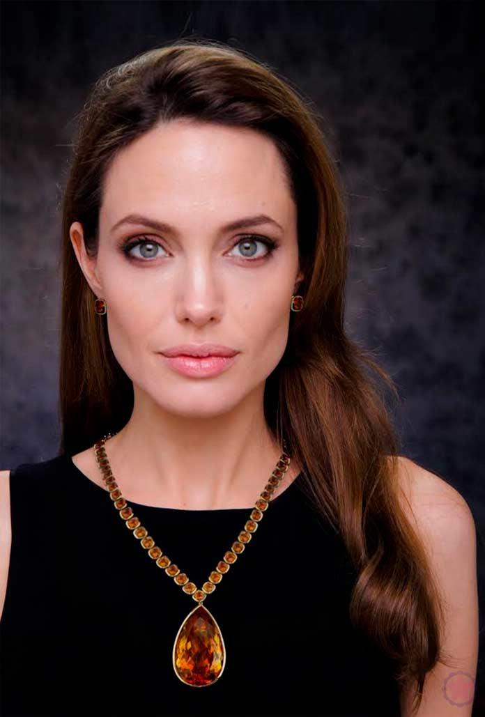 Гуманитарная миссия Джоли