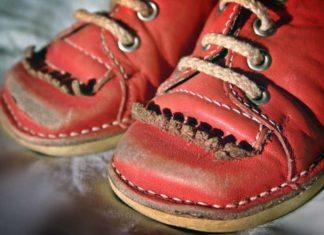 Национальная обувь