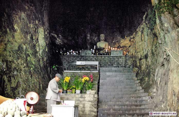 Храм Санбангуль