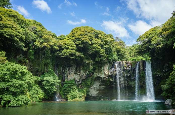 Водопад Чхонджиён