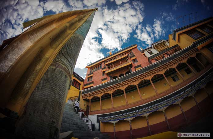 Монастырь Тикси