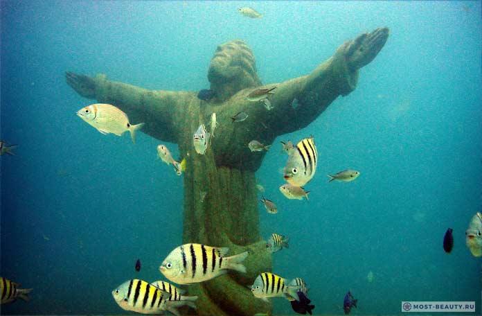 Подводная статуя Нептун
