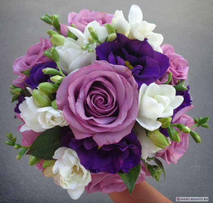 Фрезии и розы