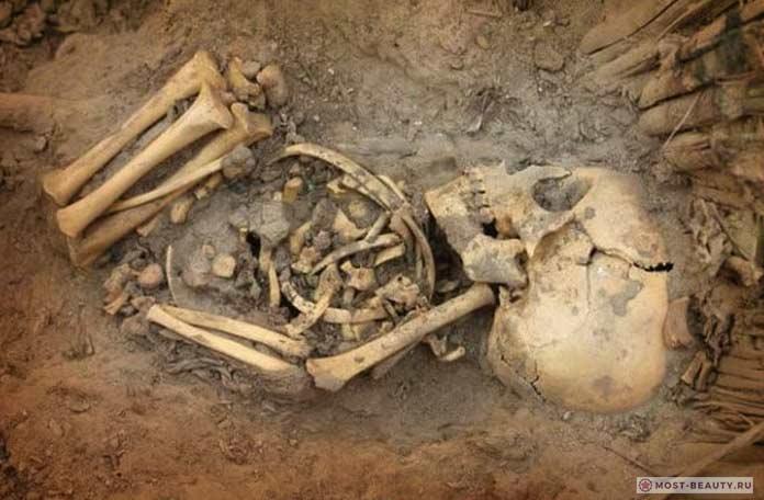 могила с младенцами является одним из самых необычных погребений