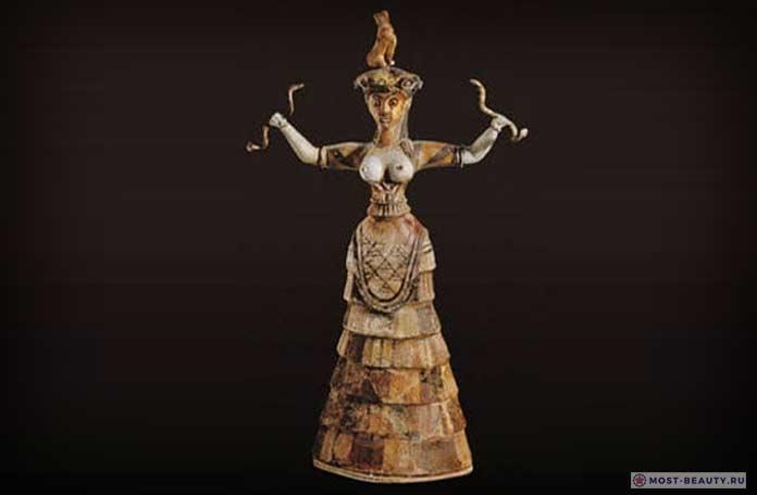 Минойская богиня со змеями