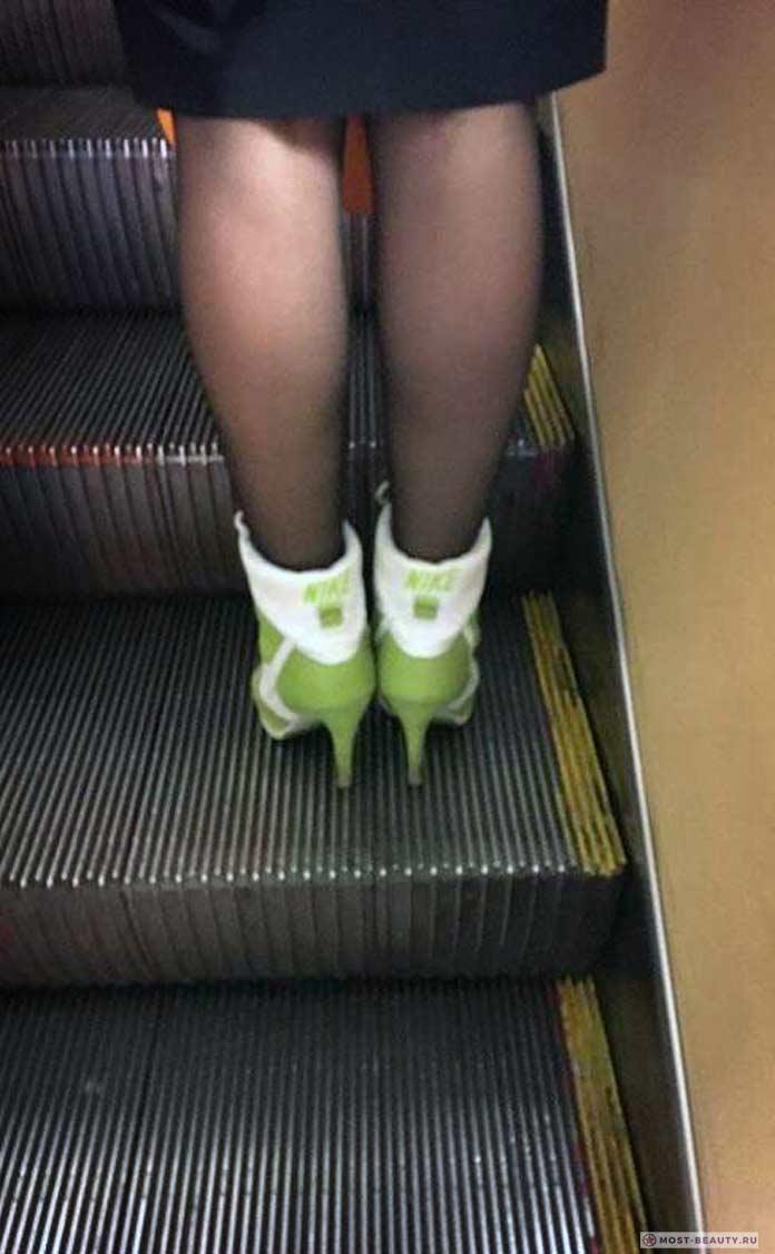 фото модниц в метро: Туфли найк