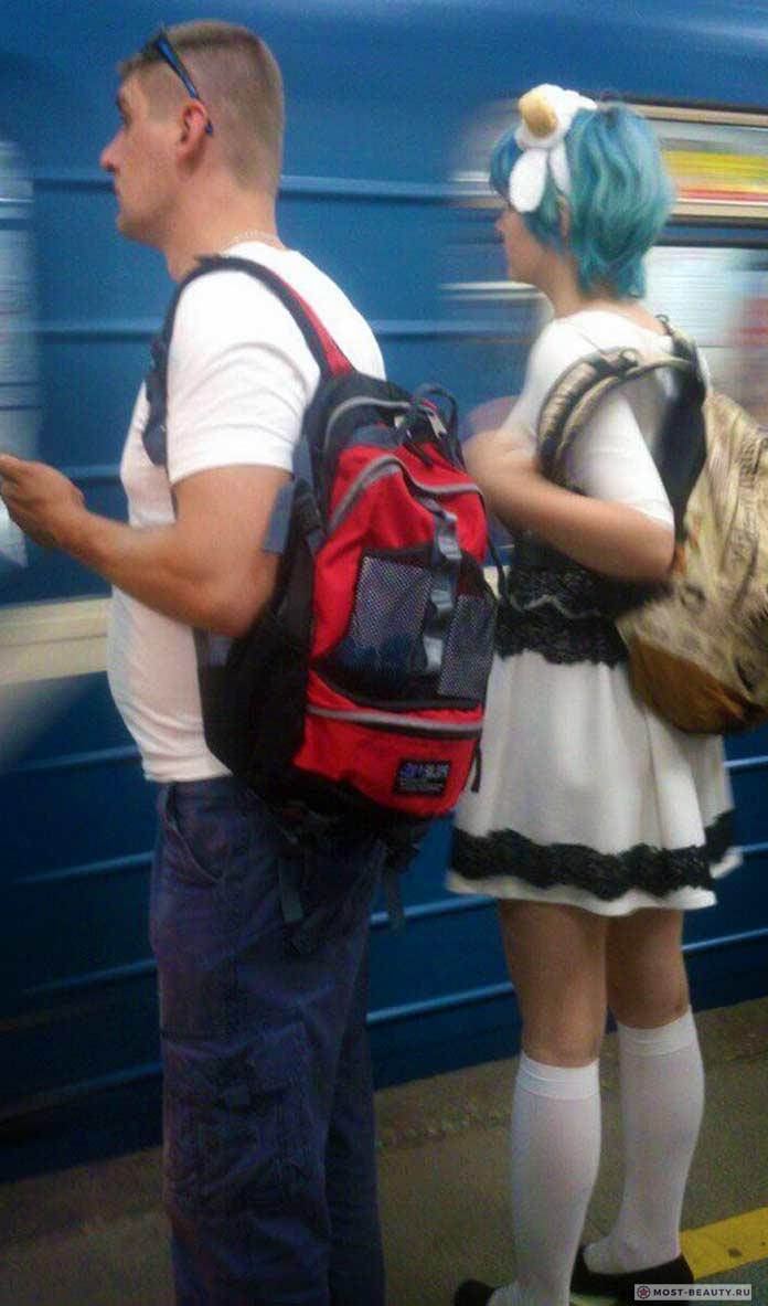 Более 100 убойных фото модниц в метро: Школьница