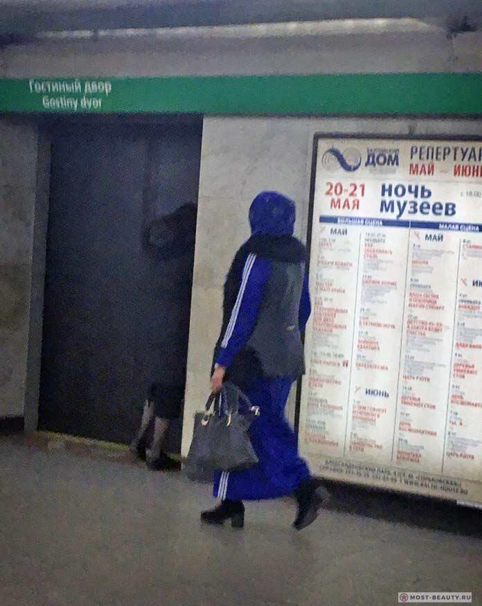 Более 100 убойных фото модниц в метро: Адидас?