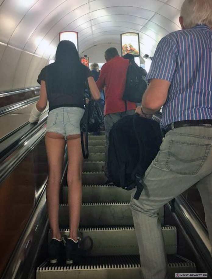 Более 100 убойных фото модниц в метро: Булки на выкат