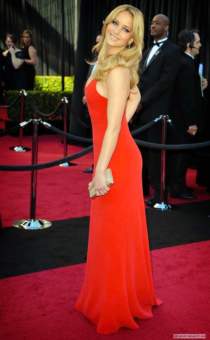 Дженнифер Лоуренс вкрасном платье