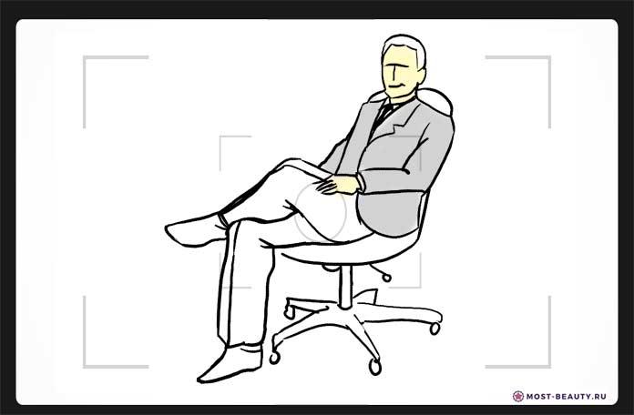 В кресле