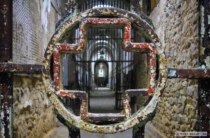Жуткие фото заброшенных тюрем