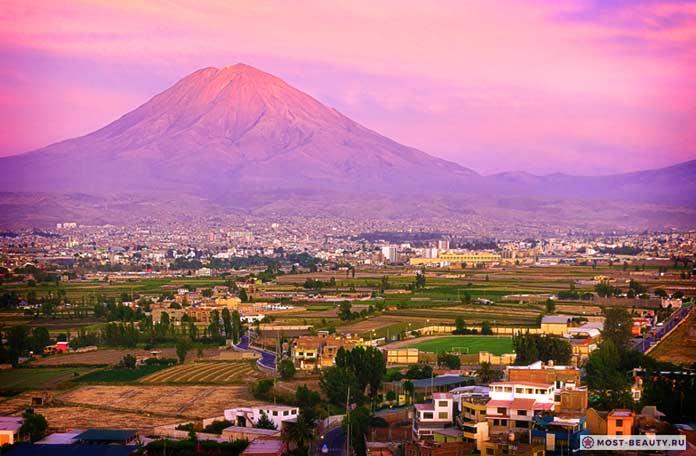 Белый город и вулкан