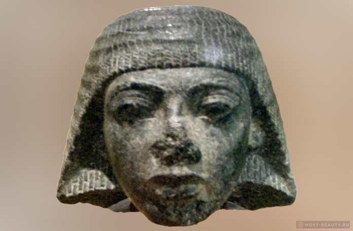 Голова статуи
