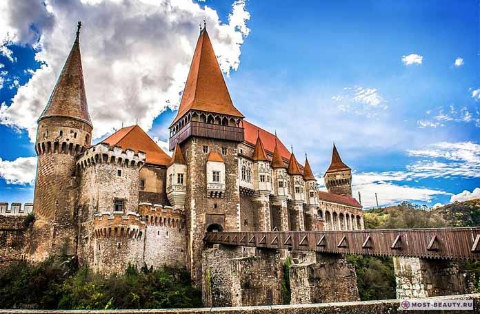 Замок Корвин