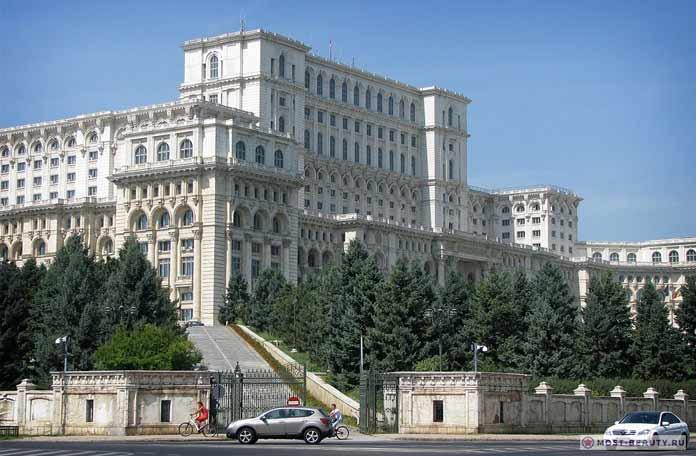 Здание Парламента в Бухаресте