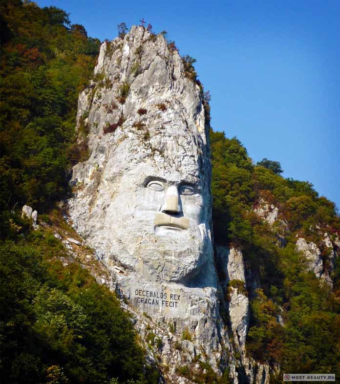 Статуя Децебала - удивительно красивые достопримечательности Румынии