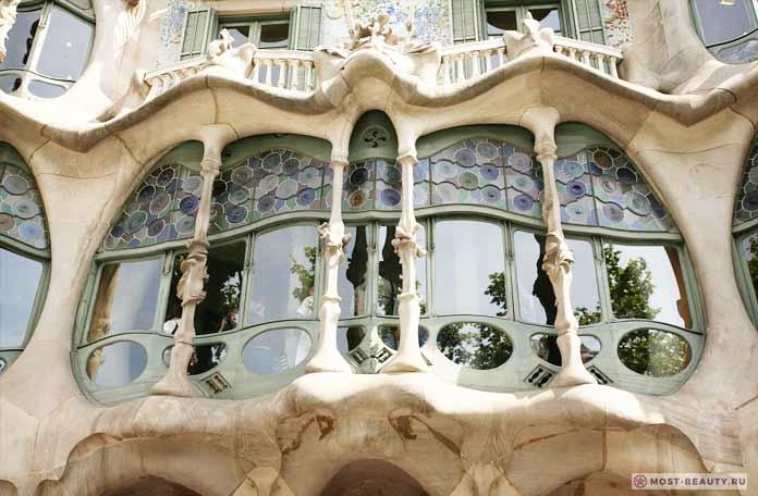 прекрасный дом архитектора Антонио Гауди