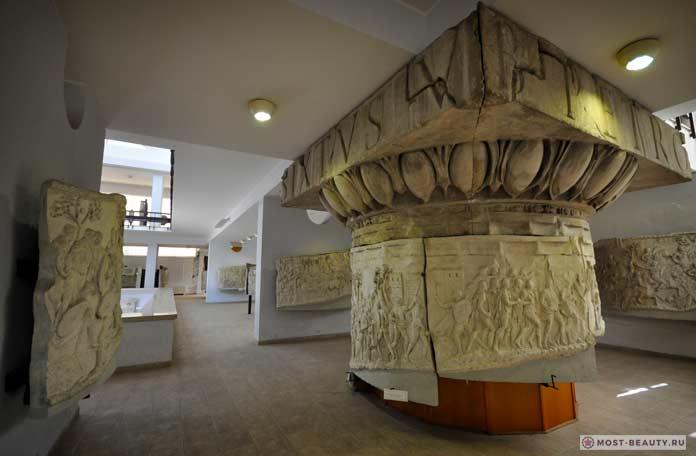 Список достопримечательностей Бухареста: Копия колонны Траяна