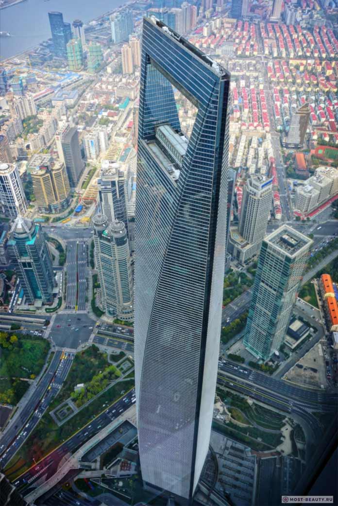 Шанхайский всемирный финансовый центр - одно из самых высоких зданий