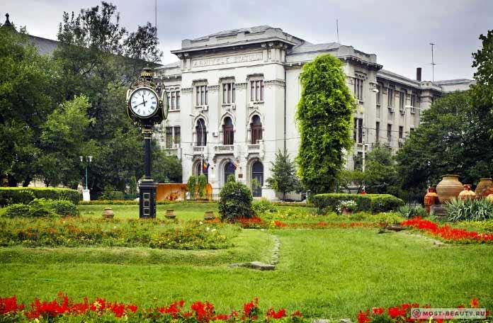 Сад Cismigiu - одна из достопримечательностей Бухареста.
