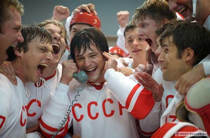 Популярные фильмы про хоккей: Легенда 17