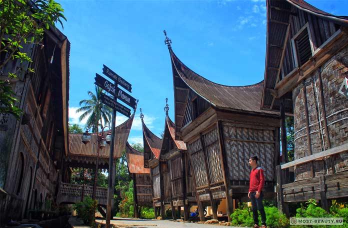 Рума Гаданг в Индонезии - один из красивейших традиционных домов.. CC0