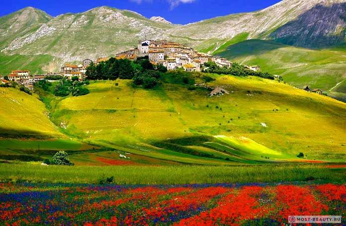 Необыкновенно красивые итальянские деревни: Castelluccio