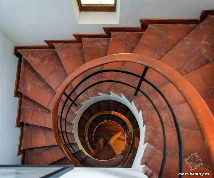 10 лестниц Бавы: Рэффел Дом