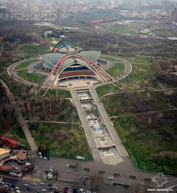 Спортивно-концертный комплекс имени Карена Демирчяна