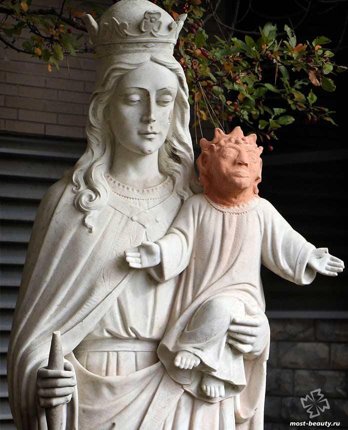 Самые необычные статуи Иисуса Христа: Похищенная голова Иисуса