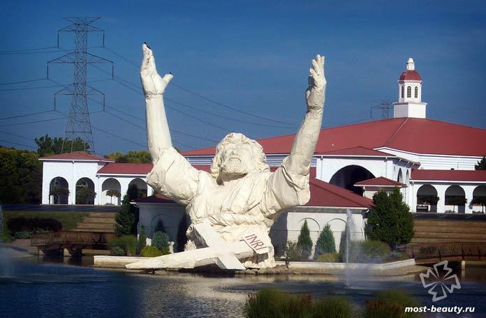 Самые необычные статуи Иисуса Христа: Царь царей