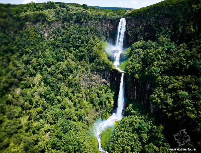 Красивые места Кении: Водопад в Кении